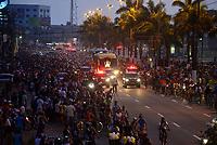 Com verdadeira maratona de eventos e romarias come&ccedil;a mais um dia com missa no munic&iacute;pio de Ananindeua , de onde ser&aacute; levada em prociss&atilde;o rodovi&aacute;ria at&eacute; o distrito de Icoarac&iacute; , indo para Bel&eacute;m em romaria fluvial.<br /> Milhares de peregrinos participam da maior prociss&atilde;o cat&oacute;lica do Brasil, o C&iacute;rio de Nossa Senhora da Nazar&eacute;, que este ano completa 225 anos. <br /> Durante o percurso com cerca de 4 km, os pagadores de promessas carregam r&eacute;plicas de barcos, casas, partes do corpo humano feitas em cera, entre v&aacute;rios outros objetos, para agradecer ou pedir milagres a nossa Senhora de Nazar&eacute;. <br /> <br /> Thousands of pilgrims participate in the largest catholic procession in Brazil, the C&iacute;rio de Nossa Senhora da Nazar&eacute;, which this year celebrates 225 years. During the course of about 4 km, the payers of promises carry replicas of boats, houses, parts of the human body made of wax, among other objects, to thank or ask for miracles to our Lady of Nazareth.