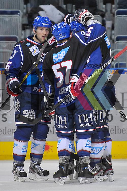 Torjubel zum 5:1 von Mannheims Jaime Sifers (Nr.26), Mannheims Ronny Arendt (Nr.57), dem Torschuetzen Mannheims Frank Mauer (Nr.28) und rechts Mannheims Yanick Lehoux (Nr.8)  beim Spiel in der DEL, Adler Mannheim - Nuernberg Ice Tigers.<br /> <br /> Foto &copy; Ice-Hockey-Picture-24 *** Foto ist honorarpflichtig! *** Auf Anfrage in hoeherer Qualitaet/Aufloesung. Belegexemplar erbeten. Veroeffentlichung ausschliesslich fuer journalistisch-publizistische Zwecke. For editorial use only.