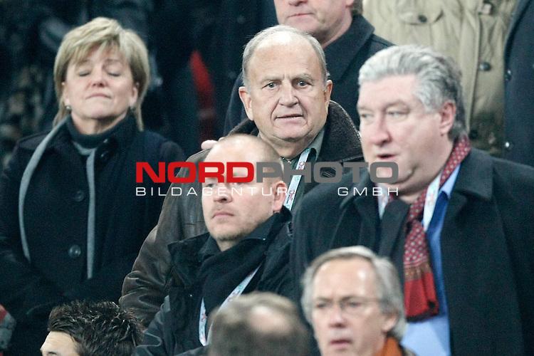 Qualifikation  EM 2007 Gruppe: D - AWD Arena Hannover<br />  Deutschland (GER) vs Zypern (CYP) - Cyprus Football Association <br /> <br /> J&uuml;rgen L. Born (Vorsitzender der Gesch&auml;ftsf&uuml;hrung und Gesch&auml;ftsf&uuml;hrer Finanzen und &Ouml;ffentlichkeitsarbeit) auf er Ehrentribuene<br /> <br /> Foto &copy; nph (  nordphoto  )<br /> <br /> <br /> <br />  *** Local Caption ***