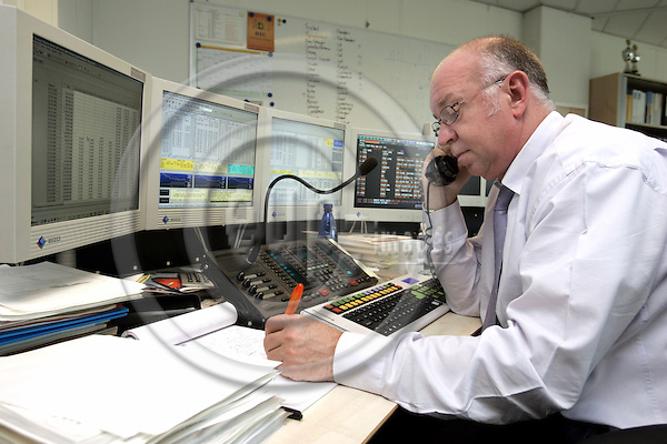 AMSTERDAM - NETHERLANDS - 31 MARCH 2006 -- The Dutch State Tresury Agency -- Herman van DIJK, Dealer in Money and Capital Markets, working at his work station in the trading room of the agency. -- PHOTO:  EUP-IMAGES / JUHA ROININEN
