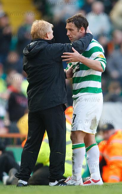 Gordon Strachan gives Scott McDonald a nice hug