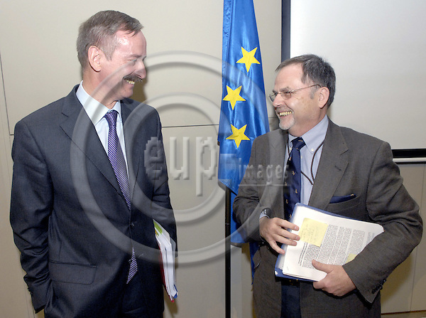 Brussels-Belgium - 09 July 2007---Siim KALLAS (le), Vice President of the European Commission and in charge of Administrative Affairs, Audit and Anti-Fraud, with Franz-Hermann BRÜNER (ri)(Bruener, Bruner), Director General of the European Anti-Fraud Office (OLAF)---Photo: Horst Wagner/eup-images