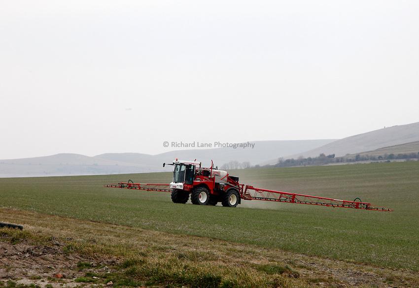 Photo: Richard Lane/Richard Lane Photography. Liquid fertiliser being applied by a Bateman crop sprayer at Alton Barnes, Wiltshire. 08/04/2013.