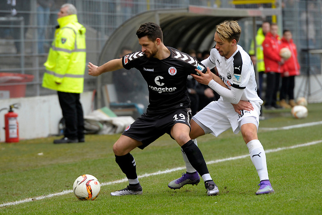 GER - Sandhausen, Germany, March 19: During the 2. Bundesliga soccer match between SV Sandhausen (white) and FC ST. Pauli (black) on March 19, 2016 at Hardtwaldstadion in Sandhausen, Germany. (Photo by Dirk Markgraf / www.265-images.com) *** Local caption *** Enis Alushi #19 of FC St. Pauli, Thomas Pledl #30 of SV Sandhausen