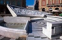 Italien, Piemont, Brunnen auf der Piazza Italia in Acqui Terme