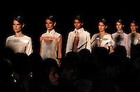RIO DE JANEIRO, RJ, 11 DE JANEIRO 2012 - FASHION RIO - DESFILE MELK Z-DA - Modelo durante desfile da grife Melk Z-Da no segundo dia de desfiles da edição inverno 2012 do Fashion Rio, no Pier Mauá na cidade do Rio de Janeiro nesta quarta-feira, 11. (FOTO: MAURO PIMENTEL - NEWS FREE).
