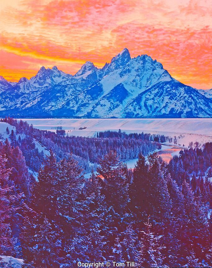 Winter sunset in the Tetons, Grand Teton National Park, Wyoming     Snake River View Point    Grand Teton Peak