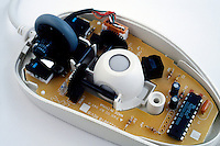 COMPUTER COMPONENTS<br /> Internal Workings Of A Computer Mouse