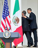 United States President Barack Obama, right, and President Felipe Calderón of Mexico, left, return to the Oval Office after concluding a joint press conference in the Rose Garden of the White House in Washington, D.C. during a State Visit on Wednesday, May 19, 2010..Credit: Ron Sachs / CNP