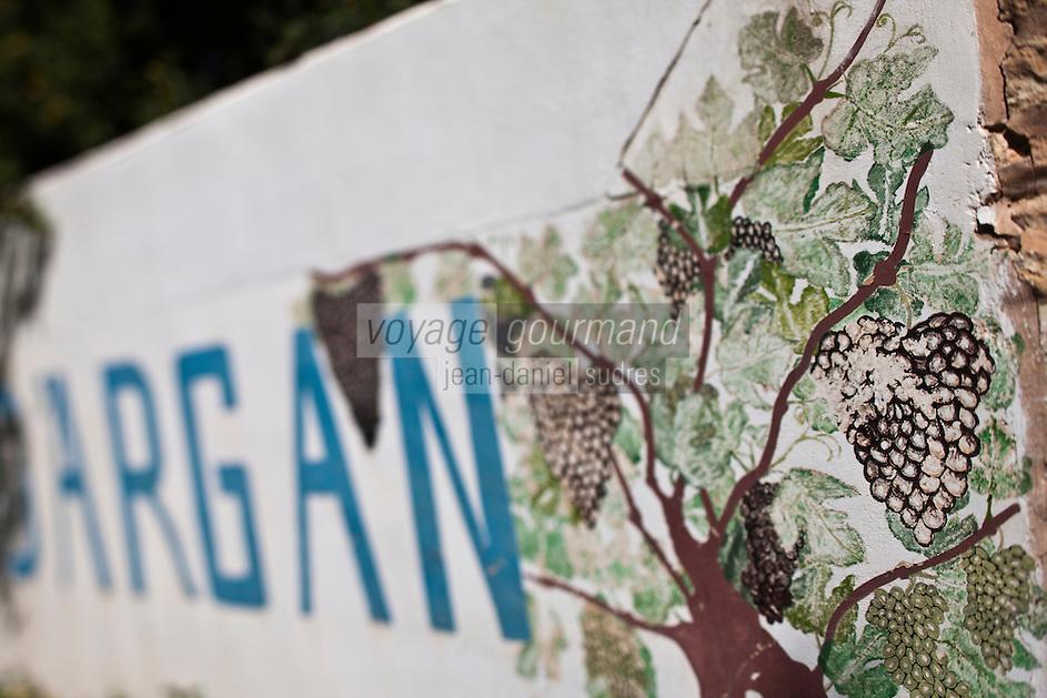 Afrique/Afrique du Nord/Maroc/Env d' Essaouira/Ounagha: Domaine: Le Val d'Argan - Enseigne du domaine viticole