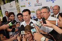 SÃO PAULO, SP, 18 DE JANEIRO DE 2012 - KASSAB E PADRILHA VISITAM COMPLEXO PRATES  - Prefeito Gilberto Kassab e o Ministro do Esatdo da Saúde, Alexandre Padrila em visita às obras do complexo Prates, localizado na Rua Prates, 1100, no bairro do Bom Retiro, na manhã desta quarta-feira,18. FOTO: ALEXANDRE MOREIRA - NEWS FREE.