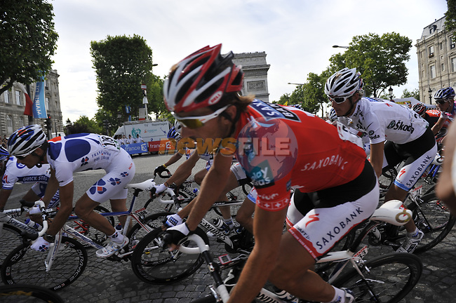 Fabian Cancellara (SUI) and Andy Schleck (LUX) Team Saxo Bank round the hairpin bend beneath the Arc de Triomphe at the end of the Champs Elysee during the final Stage 21 of the 2009 Tour de France running 164km from Montereau-Fault-Yonne to Paris Champs-Elysees, France. 26th July 2009 (Photo by Eoin Clarke/NEWSFILE)