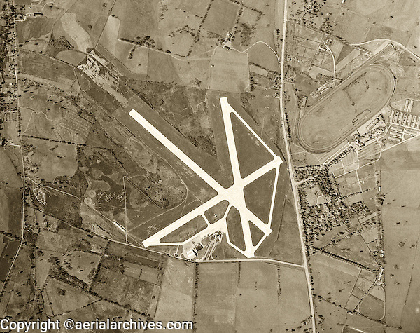historical aerial photograph aerial Blue Grass Airport and Keeneland Race Track, Lexington, Kentucky, 1949