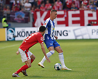 Marius Wolf (Hertha BSC Berlin) gegen Aaron Martin (1. FSV Mainz 05) - 14.09.2019: 1. FSV Mainz 05 vs. Hertha BSC Berlin, 4. Spieltag Bundesliga, OPEL Arena<br /> DISCLAIMER: DFL regulations prohibit any use of photographs as image sequences and/or quasi-video.