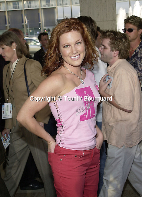 Elisa Donovan - Buffy -  arriving at the premiere of Rat Race. The premiere was held at the Century Plaza Theatre in Los Angeles  July 30, 2001   © Tsuni          -            DonovanElisa01A.jpg