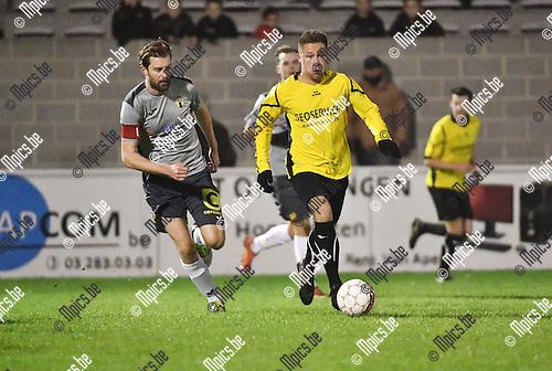 2016-11-26 / Voetbal / Seizoen 2016-2017 / Zwarte Leeuw - Berchem Sport / Tim Verstraeten (l. Berchem) met Yens Peeters<br /> <br /> ,Foto: Mpics.be