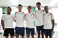 CALI - COLOMBIA – 03-04-2014: Victor Estrella (Izq.), Jose Hernandez (2Izq.) Peter Bertran (Cent.) Jose Olivares (2Der.) y Rafael Moreno (Der.) capitán, equipo de Republica Dominicana, durante sorteo de la Copa Davis entre los equipos de Colombia y Republica Dominicana, en el que quedaron definidos el orden de los partidos, a primera hora juegan Santiago Giraldo  de Colombia y Jose Hernandez de Republica Dominicana y a segunda hora juegan Alejandero Falla de Colombia y Victor Estrella de Republica Dominicana, partidos de la serie final del Grupo I de la Zona Americana de Copa Davis por BNP Paribas. / Victor Estrella (L), Jose Hernandez (2L), Peter Bertran (C) Jose Olivares (2R) and Rafael Moreno (R) capitán, Dominican Republic´s team, during the Davis Cup draw between teams from Colombia and the Dominican Republic, which were defined by the matches, early play Santiago Giraldo of Colombia and Jose Hernandez of the Dominican Republic and second hour playing Alejandro Falla of Colombia and Victor Estrella of Dominican Republic, the final series of matches in Group I of the American Zone Davis Cup by BNP Paribas./ Photo: VizzorImage / Luis Ramirez / Staff.