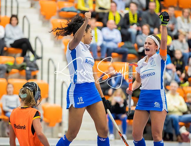 ROTTERDAM  - NK Zaalhockey .Kampong D1-Den Bosch D1 dames voor brons. Melissa Pieters met Kiki van Wijk (Kam)    COPYRIGHT KOEN SUYK