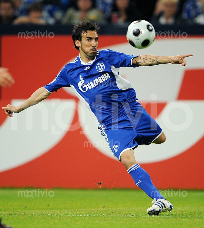 Fussball   INTERNATIONALES TESTSPIEL   SAISON 2008/2009       FC Schalke 04  - Glasgow Rangers             19.07.2008 Vicente SANCHEZ (FC Schalke 04), Einzelaktion am Ball