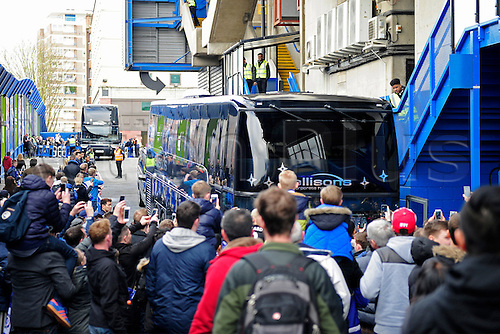 21.02.2016. Stamford Bridge, London, England. Emirates FA Cup 5th Round. Chelsea versus Manchester City. Fans photograph the team buses arriving