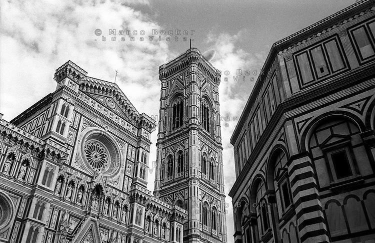 Firenze, Piazza del Duomo. La Cattedrale di Santa Maria del Fiore, il Campanile di Giotto e il Battistero di San Giovanni