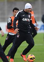 SÃO PAULO,SP, 26 julho 2013 -  Emerson Sheik  durante treino do Corinthians no CT Joaquim Grava na zona leste de Sao Paulo, onde o time se prepara  para para enfrentar o Sao Paulo pelo campeonato brasileiro . FOTO ALAN MORICI - BRAZIL FOTO PRESS