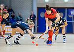 ROTTERDAM  - NK Zaalhockey . finale dames hoofdklasse: hdm-Laren 2-1. hdm landskampioen. Maxime Kerstholt (Lar) met Mascha Sterk (HDM)        COPYRIGHT KOEN SUYK