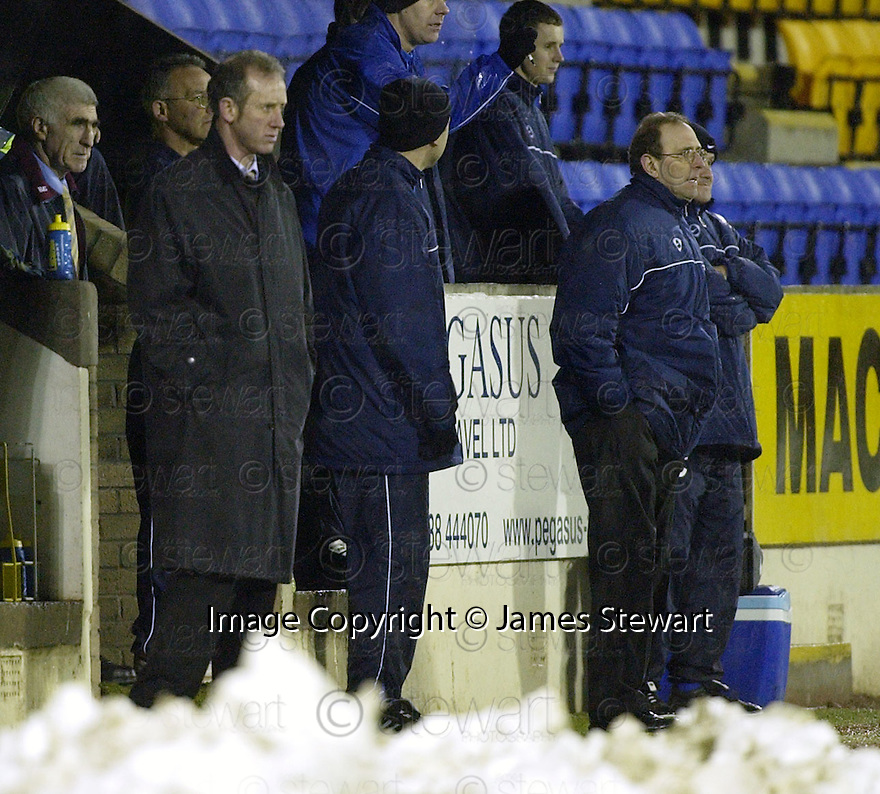 20/12/03          Copyright Pic : James Stewart.File Name : stewart17-stjohn_v_qos.THE TENSION SHOWS ON THE FACES OF MANAGERS BILLY STARK AND JOHN CONNOLLY.......Payment should be made to :-.James Stewart Photo Agency, 19 Carronlea Drive, Falkirk. FK2 8DN      Vat Reg No. 607 6932 25.Office     : +44 (0)1324 570906     .Mobile  : +44 (0)7721 416997.Fax         :  +44 (0)1324 570906.E-mail  :  jim@jspa.co.uk.If you require further information then contact Jim Stewart on any of the numbers above.........