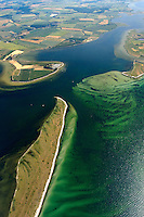 Breitling:EUROPA, DEUTSCHLAND, MECKLENBURG- VORPOMMERN 29.06.2005 zwischen der Halbinsel Wustrow ( unten im Bild)  der Insel Poel (rechts) und dem Booiensdorfer Werder befindet sich die wasserlandschft des Breitlings. Blickrichtung von Nord nach Sued,  Ostsee, Meer, Wasser.Luftaufnahme, Luftbild,  Luftansicht.c o p y r i g h t : A U F W I N D - L U F T B I L D E R . de.G e r t r u d - B a e u m e r - S t i e g 1 0 2, 2 1 0 3 5 H a m b u r g , G e r m a n y P h o n e + 4 9 (0) 1 7 1 - 6 8 6 6 0 6 9 E m a i l H w e i 1 @ a o l . c o m w w w . a u f w i n d - l u f t b i l d e r . d e.K o n t o : P o s t b a n k H a m b u r g .B l z : 2 0 0 1 0 0 2 0  K o n t o : 5 8 3 6 5 7 2 0 9.C o p y r i g h t n u r f u e r j o u r n a l i s t i s c h Z w e c k e, keine P e r s o e n l i c h ke i t s r e c h t e v o r h a n d e n, V e r o e f f e n t l i c h u n g n u r m i t H o n o r a r n a c h M F M, N a m e n s n e n n u n g u n d B e l e g e x e m p l a r !.