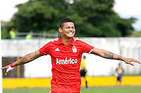 CALI -COLOMBIA-19-04-2015. Ayron del Valle jugador de América de Cali  celebra su  gol anotado a Depor FC durante partido por la fecha 10 de del Torneo Àguila 2015 jugado en el estadio Cacique Jamundí del municipio de Jamundí./ Ayron del Valle player of America de Cali celebrates his goal scored to Depor Fc during the match for the 10th date of Aguila Tournament 2015 played at Cacique Jamundi in Jamundi city stadium in Cali city. Photo: VizzorImage/ Juan C. Quintero /Cont
