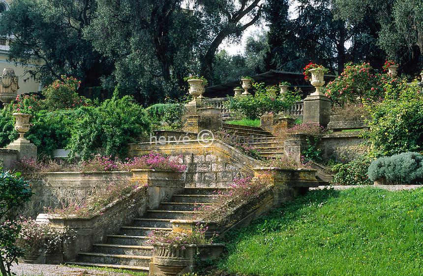 06/ Jardin botanique &quot;Les Cèdres&quot;<br /> Escaliers et terrasses à l'italienne.