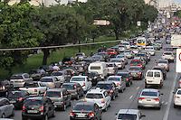 SAO PAULO, SP, 28/03/2013, RADIAL LESTE. A Radial Leste apresenta transito carregado nessa Quinta-Feira (28) vespera do feriado de Pascoa. LUIZ GUARNIERI/  BRAZIL PHOTO PRESS.