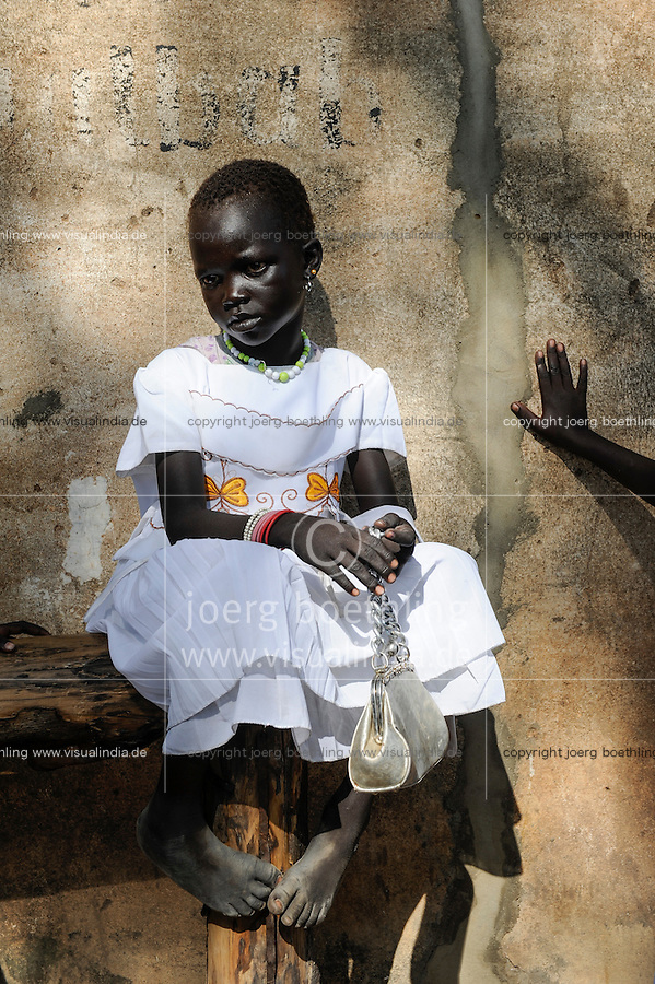 SOUTH-SUDAN Rumbek,  sunday mass in catholic church, Dinka girl in white dress / SUED-SUDAN Rumbek, Messe am Sonntag in Kirche, Dinka Maedchen im weissen Kleid