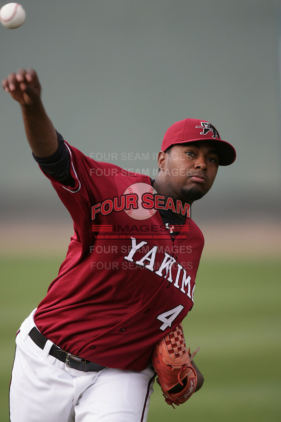 July 6 2009: Ricardo Taveras of the Yakima Bears before game against the Everett AquaSox at Everett Memorial Stadium in Everett,WA.  Photo by Larry Goren/Four Seam Images