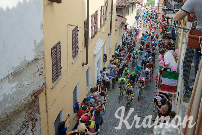 Maglia Rosa Steven Kruijswijk (NLD/LottoNL-Jumbo) followed closely by his GC competitors on the 1st ascent of the very steep (20%) cobbled Via Principi d'Acaja<br /> <br /> stage 18: Muggio - Pinerolo (240km)<br /> 99th Giro d'Italia 2016