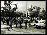 Anlaesslich des Bombenanschlag in  Ankara am 10. Oktober 2015 fand in der tuerkischen Grenzstadt Suruc an der Grenze zu Syrien, eine Trauerdemonstration von Gewerkschaftsmitgliedern und HDP-Kandidaten statt.<br /> 13.10.2015, Suruc/Tuerkei<br /> Copyright: Christian-Ditsch.de<br /> [Inhaltsveraendernde Manipulation des Fotos nur nach ausdruecklicher Genehmigung des Fotografen. Vereinbarungen ueber Abtretung von Persoenlichkeitsrechten/Model Release der abgebildeten Person/Personen liegen nicht vor. NO MODEL RELEASE! Nur fuer Redaktionelle Zwecke. Don't publish without copyright Christian-Ditsch.de, Veroeffentlichung nur mit Fotografennennung, sowie gegen Honorar, MwSt. und Beleg. Konto: I N G - D i B a, IBAN DE58500105175400192269, BIC INGDDEFFXXX, Kontakt: post@christian-ditsch.de<br /> Bei der Bearbeitung der Dateiinformationen darf die Urheberkennzeichnung in den EXIF- und  IPTC-Daten nicht entfernt werden, diese sind in digitalen Medien nach &sect;95c UrhG rechtlich geschuetzt. Der Urhebervermerk wird gemaess &sect;13 UrhG verlangt.]