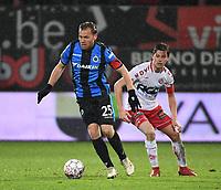 KV KORTRIJK - CLUB BRUGGE :<br /> Ruud Vormer (R) draait weg bij Hannes Van Der Bruggen (L)<br /> <br /> Foto VDB / Bart Vandenbroucke