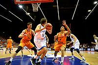 GRONINGEN - Basketbal, Nederland - Italie, WK kwalificatie 2019, Martiniplaza, 01-07-2018 Thomas van der Mars en Worthy de JOnbg maken het Ariel Filloy lastig