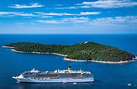 Kroatien, Dalmatien, vor Dubrovnik: Kreuzfahrtschiff 'Costa Atlantica' - Ausbooten der Passagiere | Croatia, Dalmatia, Dubrovnik: cruise ship 'Costa Atlantica' lying in the roads