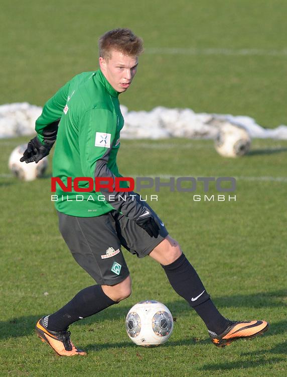 03.02.2014, Trainingsgelaende, Bremen, GER, 1.FBL, Training Werder Bremen, im Bild Janek Sternberg (Bremen #3)<br /> <br /> Foto &copy; nordphoto / Frisch