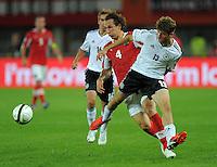 Fussball International  WM Qualifikation 2014   11.09.2012 Oesterreich - Deutschland Emanuel POGATETZ (li, Oesterreich) gegen Thomas Mueller (Deutschland)