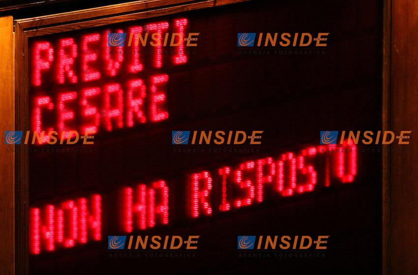 Roma 2006-05-08 Camera dei Deputati:All'ordine del giorno la prima votazione per l'elezione del Presidente della Repubblica<br /> Nella foto lo schermo della Camera con la scritta Previti non ha risposto,apparsa dopo la chiamata al voto dell'ex deputato di Forza Italia,ora detenuto nel carcere di Rebibbia<br /> Photo Serena Cremaschi Insidefoto