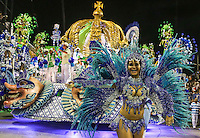 RIO DE JANEIRO, RJ, 11 DE FEVEREIRO 2013 - CARNAVAL RJ -  PORTELA  - Integrantes da Portela Independente durante primeiro dia de desfiles do Grupo Especial do Carnaval do Rio de Janeiro na Marques de Sapucaí na madrugada desta segunda-feira . (FOTO: WILLIAM VOLCOV / BRAZIL PHOTO PRESS).