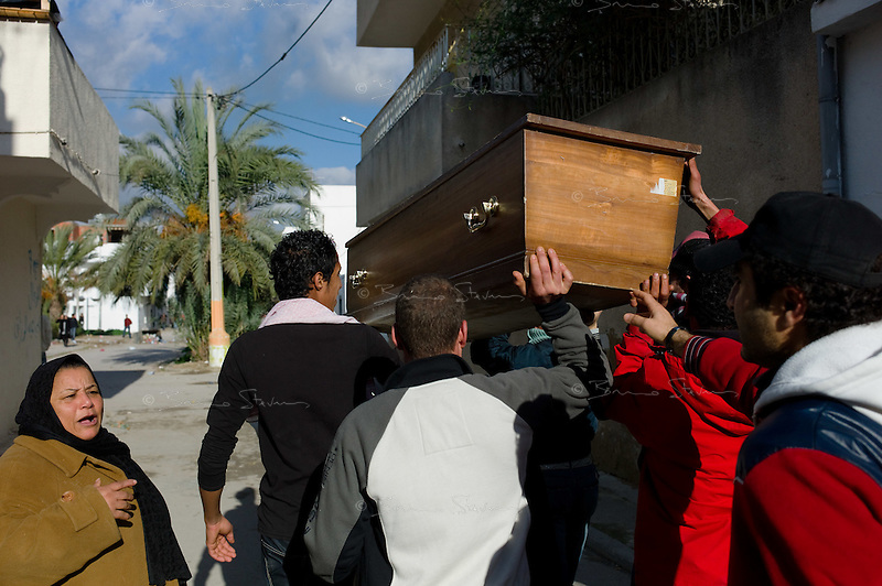 Tunis, January 14, 2011.A group of inhabitants from Cité Khadra carries a coffin after a neighbor died of asphixia consecutive to teargas inhalation the night before.