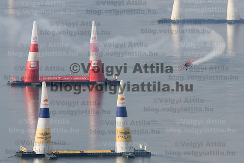 0708185406a Red Bull Air Race international air show practice runs over the river Danube, Budapest preceding the anniversary of Hungarian state foundation. Hungary. Saturday, 18. August 2007. ATTILA VOLGYI