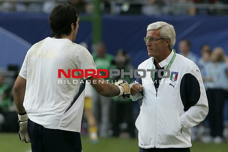 FIFA WM 2006 -  Quarter Final / Viertel Final<br /> Play    #58  (30 - Jun) - Italien - Ukraine<br /> <br /> Marcello LIPPI und Keeper BUFFON Gianluigi<br /> <br /> <br /> Foto &copy; nordphoto