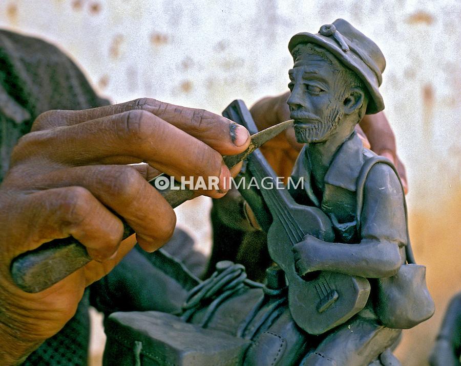 Bonecos de barro, Vale do Jequitinhonha. MG. Foto de Ricardo Azoury.