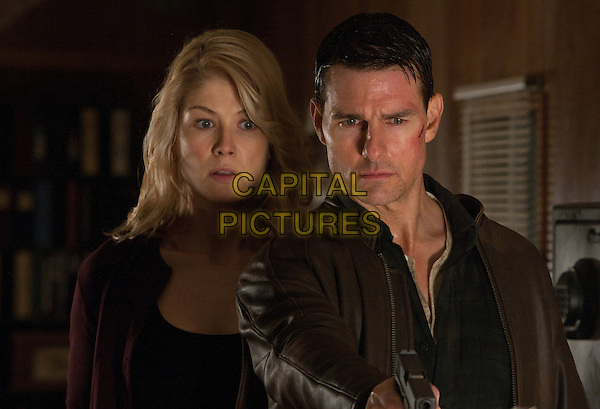 Rosamund Pike & Tom Cruise.in Jack Reacher (2012).*Filmstill - Editorial Use Only*.CAP/FB.Supplied by Capital Pictures.