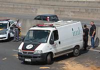 SÃO PAULO,SP,23.05.2015 - ACIDENTE-SP - Acidente grave na manhã deste sábado(23) na rodovia Anhanguera no Km 14 sentido interior do Estado deixou duas pessoas mortas e uma gravemente ferida . Segundo informações preliminares um dos veículos teria vindo no sentido contrario da rodovia provocando o acidente.(Foto Marcio Ribeiro / Brazil Photo Press)