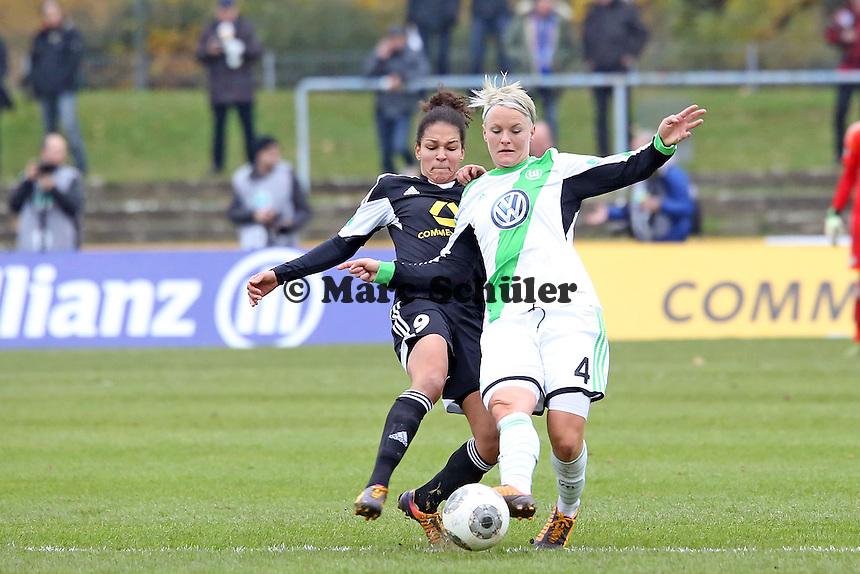 Celia Sasic (FFC) gegen Nilla Fischer (Wolfsburg) - 1. FFC Frankfurt vs. VfL Wolfsburg, DFB-Pokal